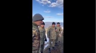 Ինչպես են մեր զինվորականները բանակցում ադրբեջանցի զինվորականների հետ  (տեսանյութ)